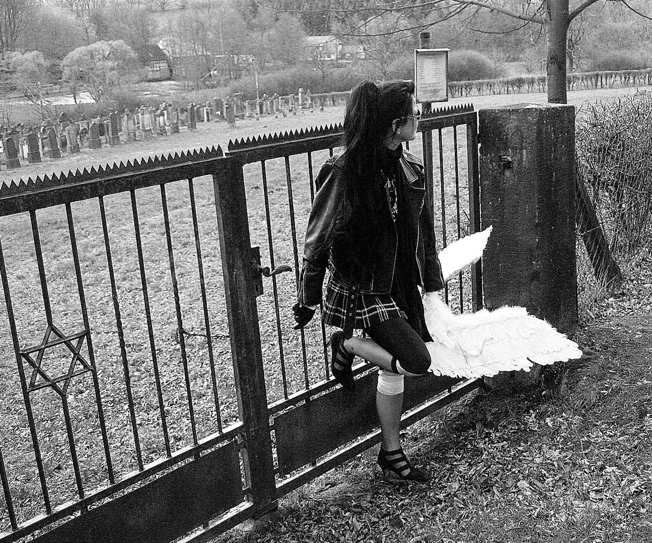 """""""No fallen Angel"""" is waiting for Michael at the Jewish cemetery I"""