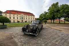 Nobelkarosse vor dem Schloss