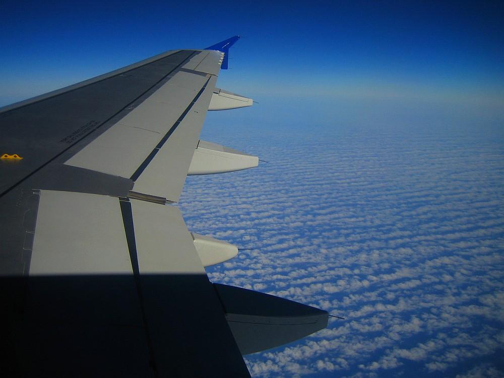 noch ein Flugfoto mit Wolkenteppich