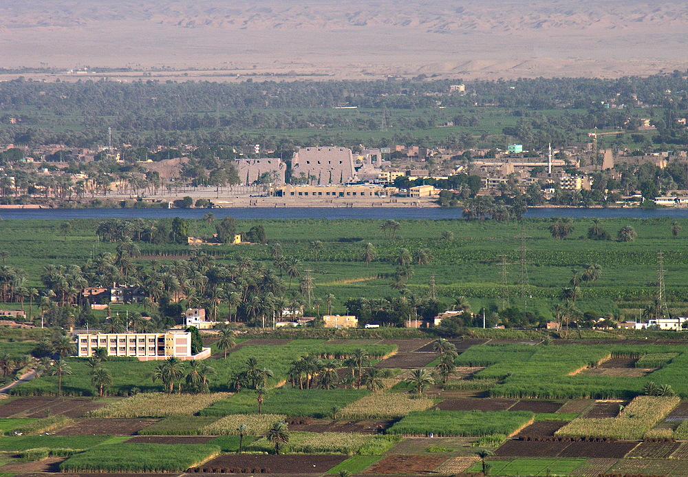 ...noch einmal einen Blick von den thebanischen Bergen über dem Nil zum Karnak-Tempel