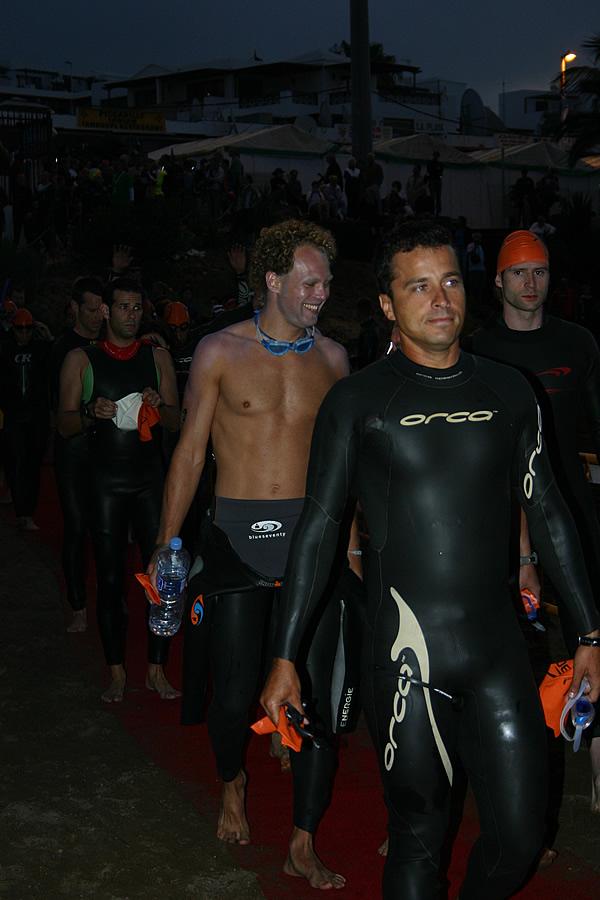 noch lacht er.....3,8 km schwimmen