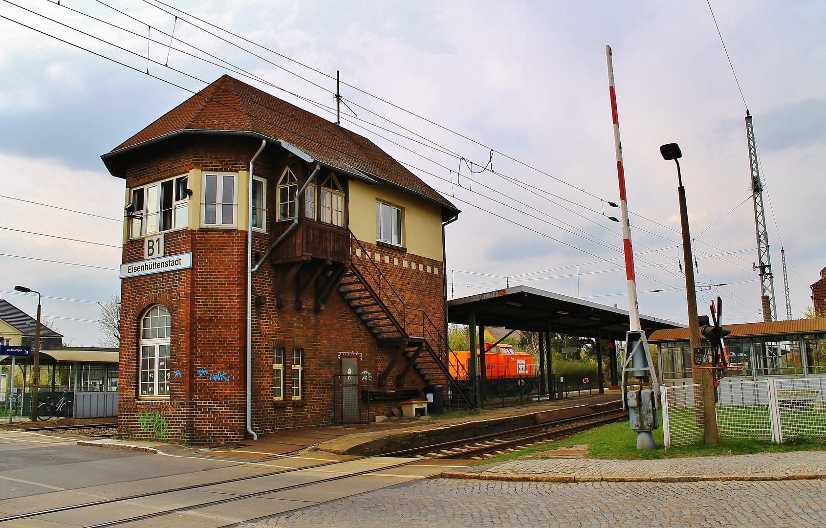 Noch steht das alte Befehlsstellwerk Eisenhüttenstadt