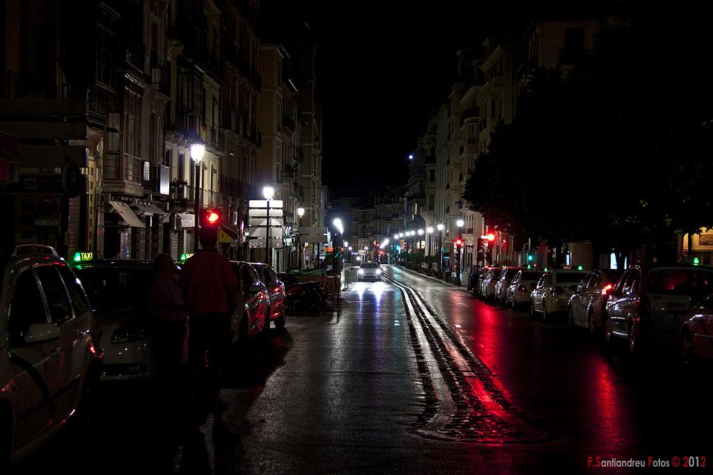 Nocturna de calle Reyes Católicos desde Plaza Nueva. Granada