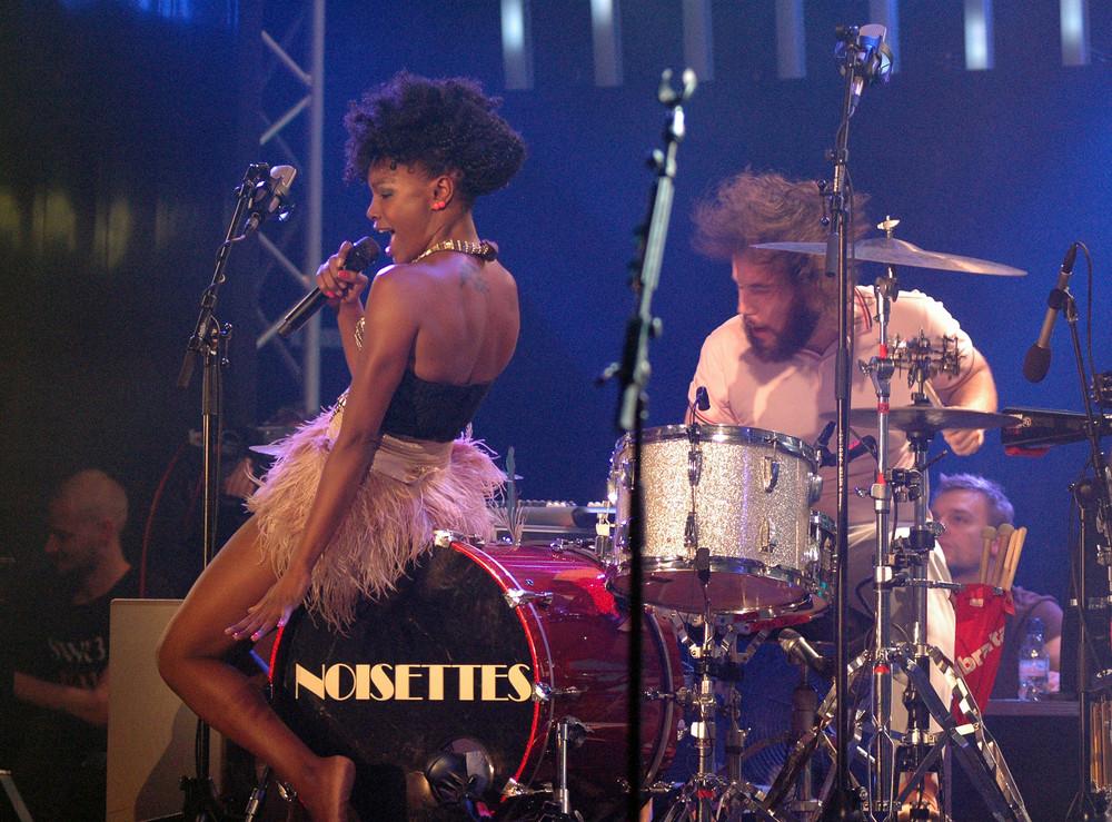 Noisettes @ New Pop Festival 2009