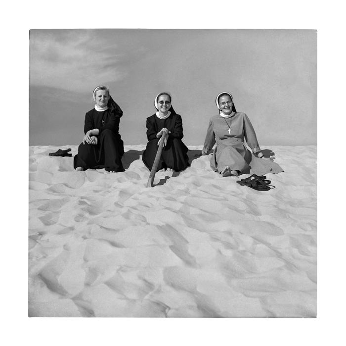 Nonnen im Sand