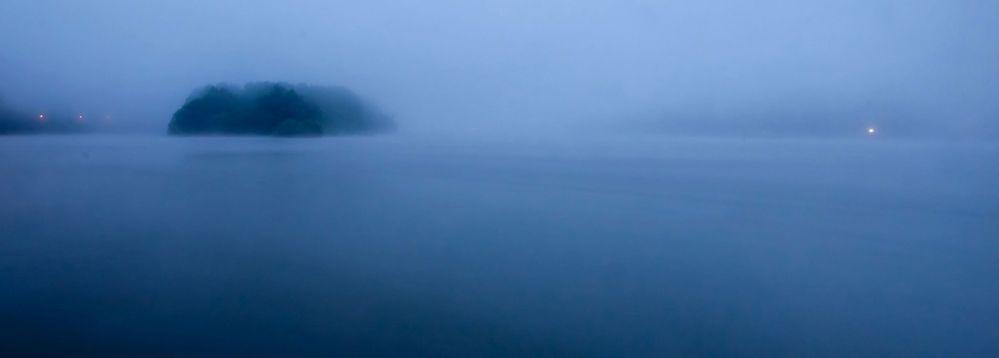 Nonnenwerth bei Nebel