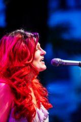 Nora B. Vida - live -