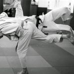 Norbert wirft seinen Partner im Training mit Harai-Goshi (Hüftfegen)