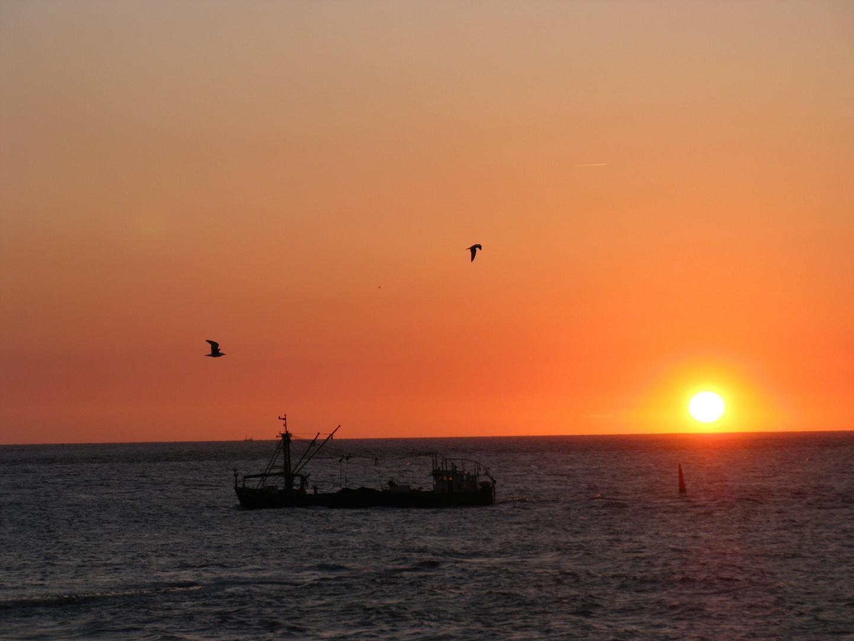 Norderney - Sonnenuntergang mit Fischkutter
