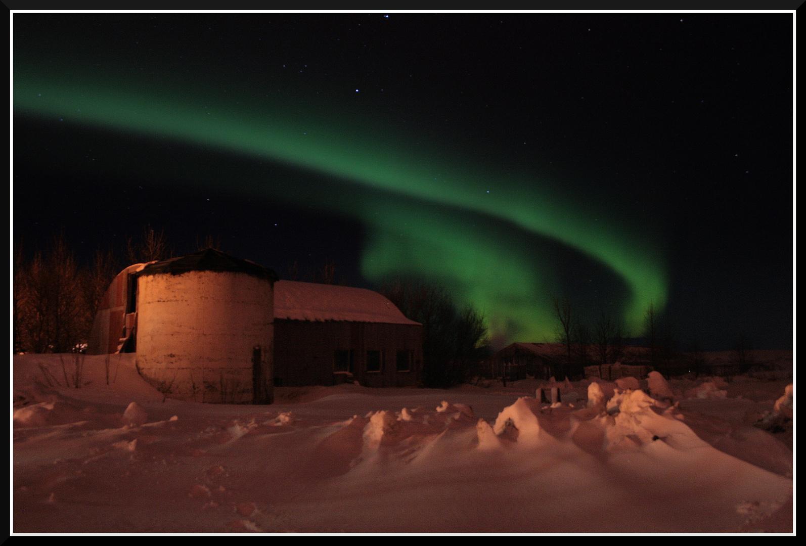 Nordlicht ueber alter Farm,Suedisland 2008