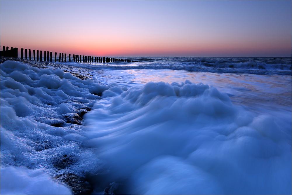 Nordseebrandung im Restlicht