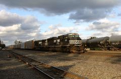 Norfolk& Southern NS#2753 EMD SD70ACe, NS#9621 GE44-9W, Auto Carrier Cars, Cresson