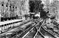 Northbound Metro-North Hudson Line Train Approaches Spuyten Duyvil