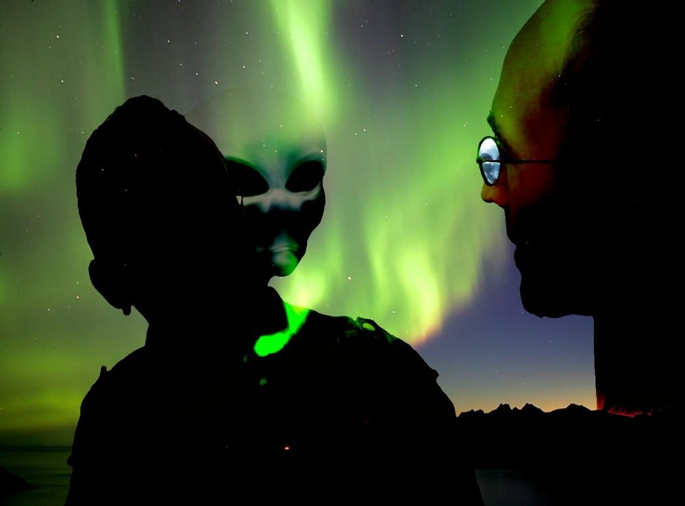 northern-lights-Aliens