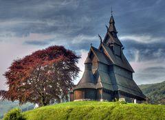 Norwegen: Stavkyrkje Hopperstad