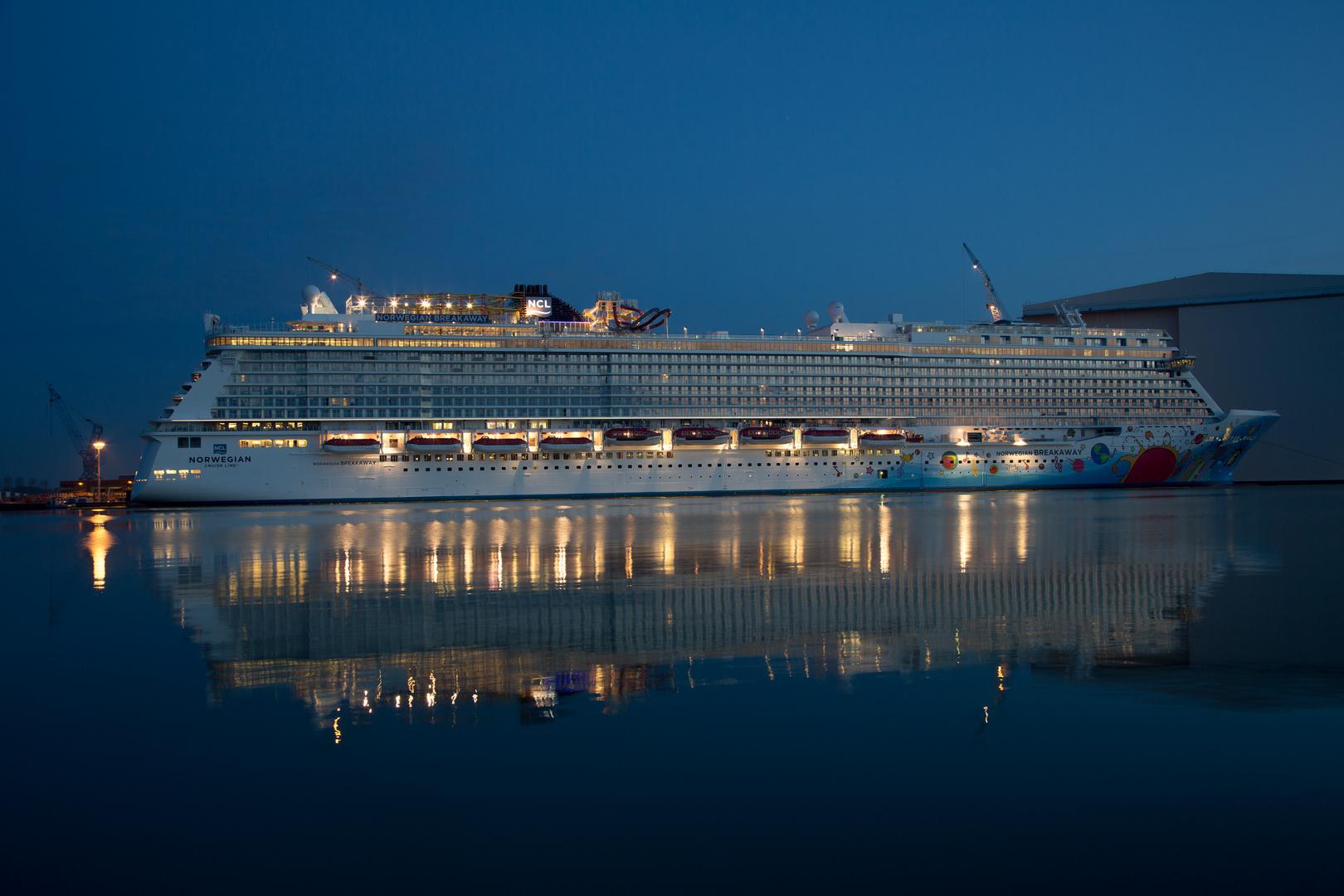 Norwegian Breakaway in der blauen Stunde