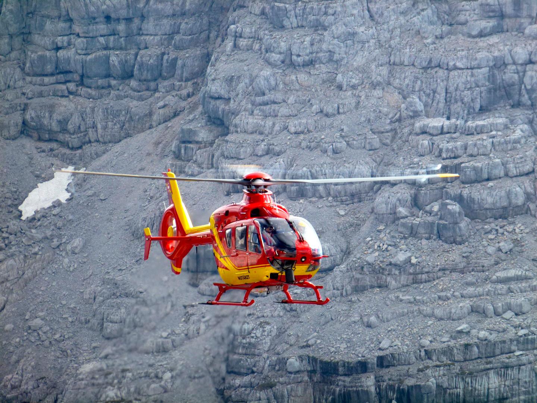 Notarzthubschrauber im Gebirge