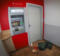 Notunterkunft - Geldautomat