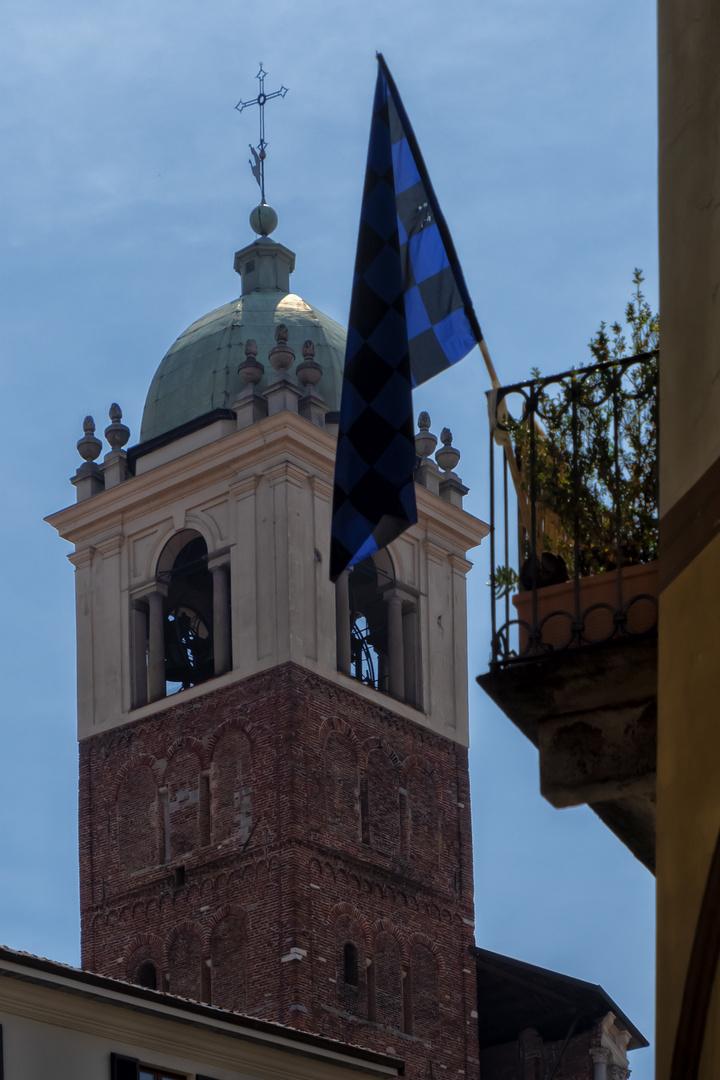 Novara nero-azzurra