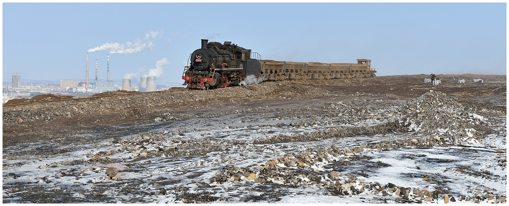 Novemberdampf in Nordchina - Auf dem Abraumberg VII