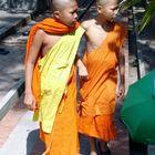 Novizen in einem Wat in Thailand