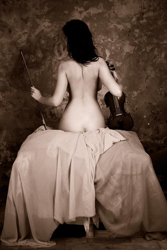Nude with violin