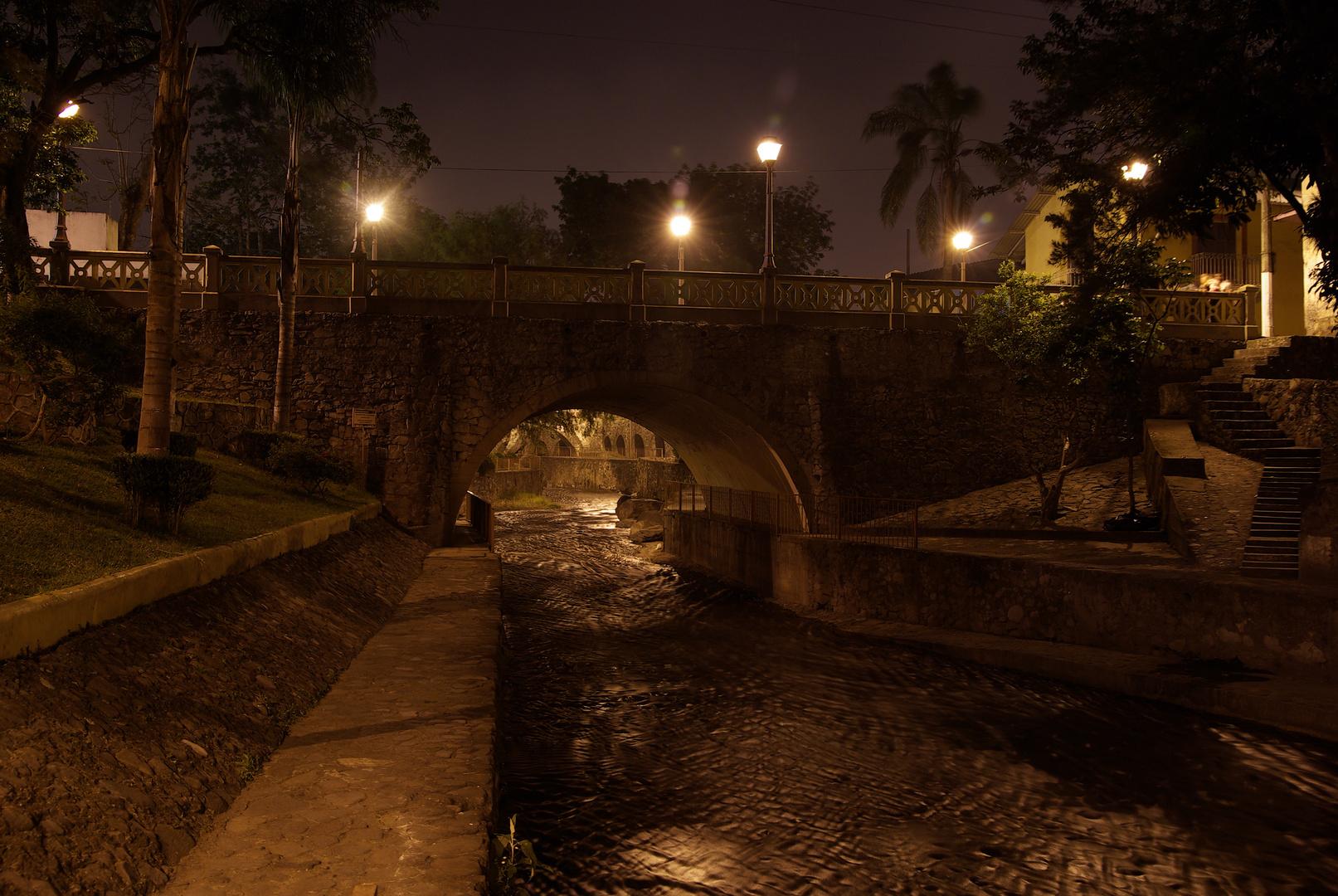 """Nuestra Señora de los Puentes"""" paseo del Río Orizaba."""