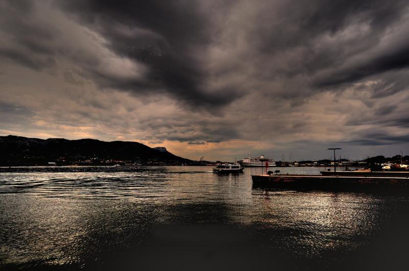 nuit tombante sur le port de st mandrier