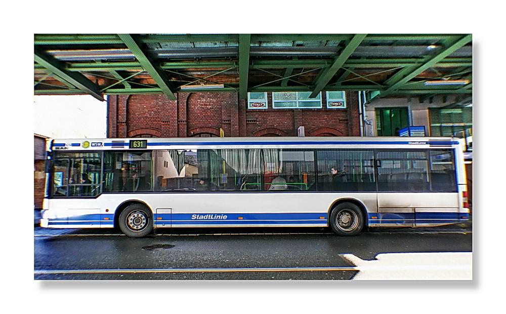 Nun, ... entweder Brennnweite zu kurz oder Bus zu lang ...(was dann?)