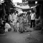 Nuovi mezzi di comunicazione al vecchio mercato di Mysore