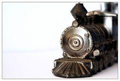 Nur eine kleine Zinnlokomotive ...