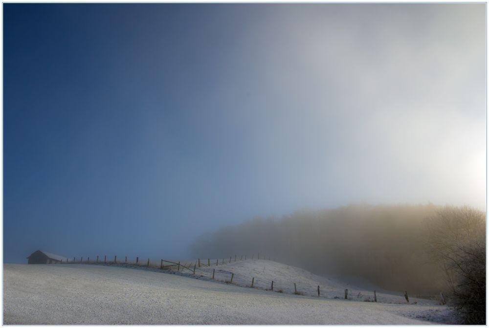 Nur langsam hebt sich der Licht-Vorhang des Nebels...