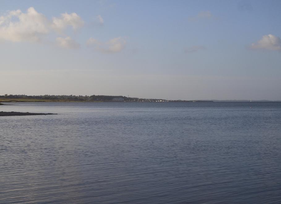 . ..nur noch etwas Land und mehr Meer. ..