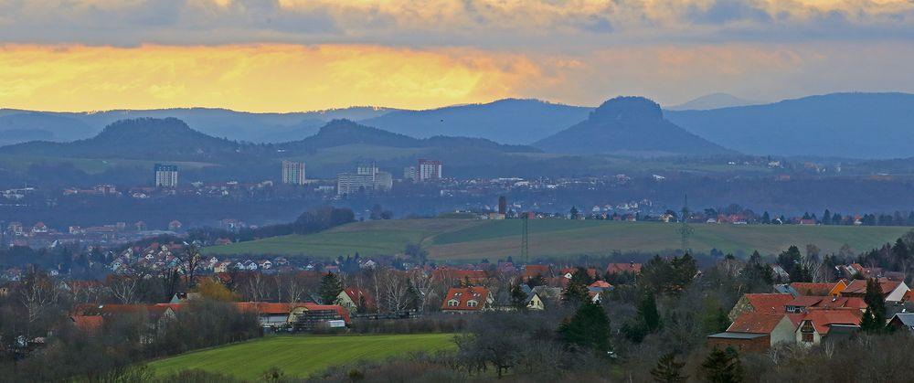 Nur über der Sächsischen Schweiz gestern morgen ein heller Streifen...
