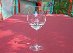 Nur Wasser im Glas