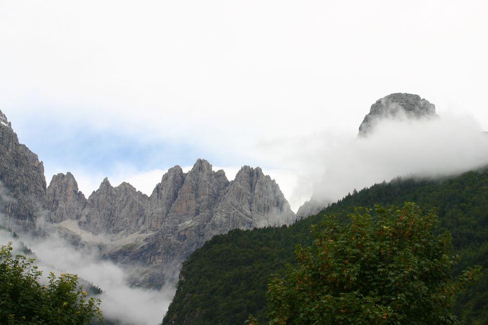 Nuvole basse o montagne alte foto immagini paesaggi for Piastrelle bagno alte o basse
