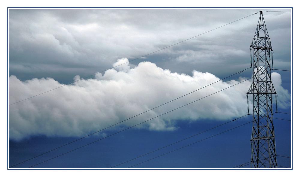 nuvole e tralicci