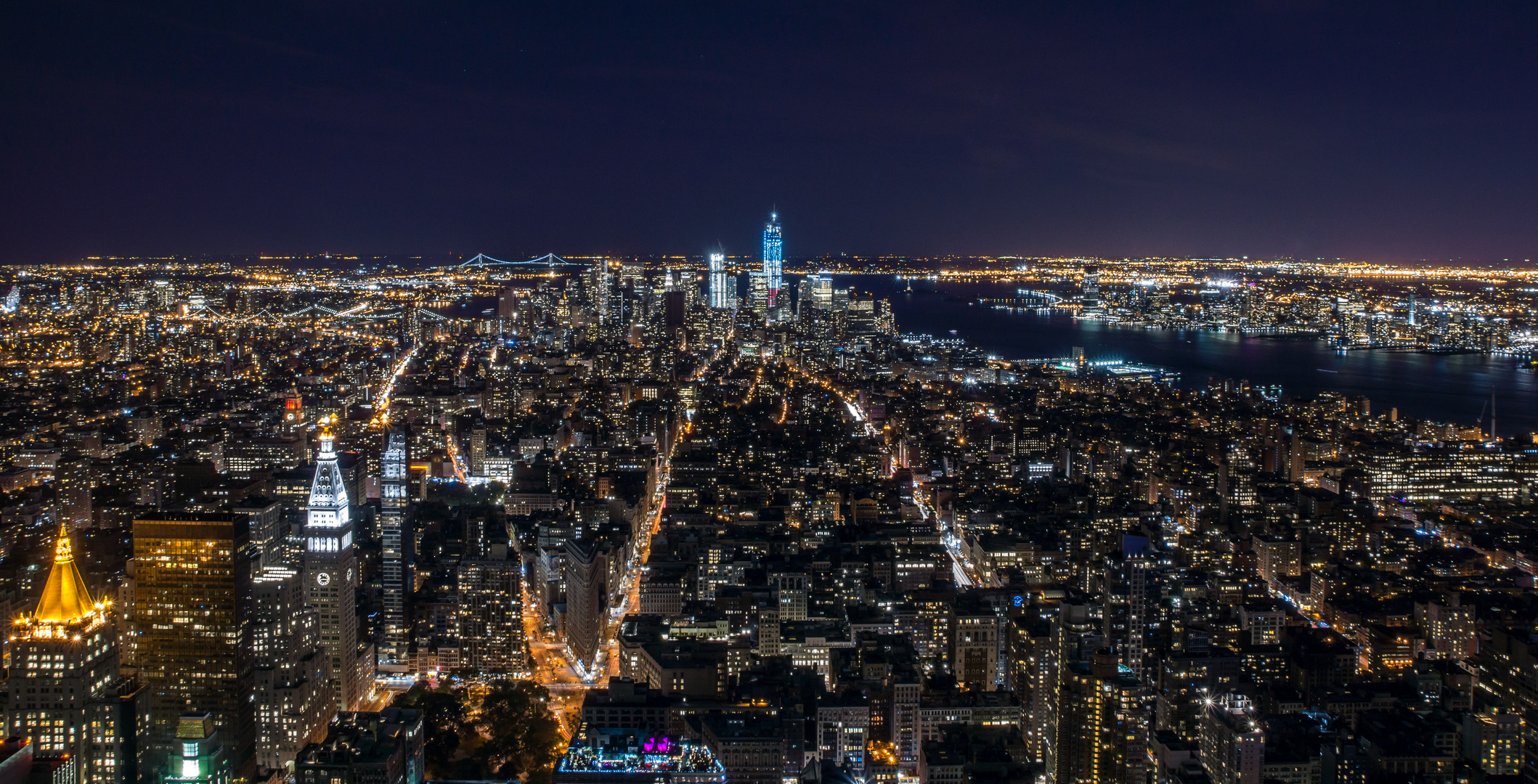 NYC Manhatten Skyline bei Nacht 2012