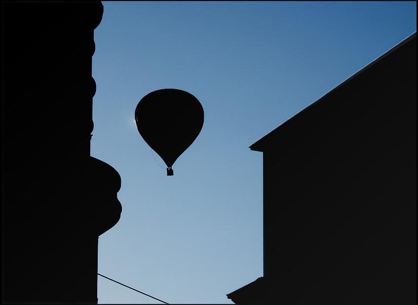 O---- ] = Ballon