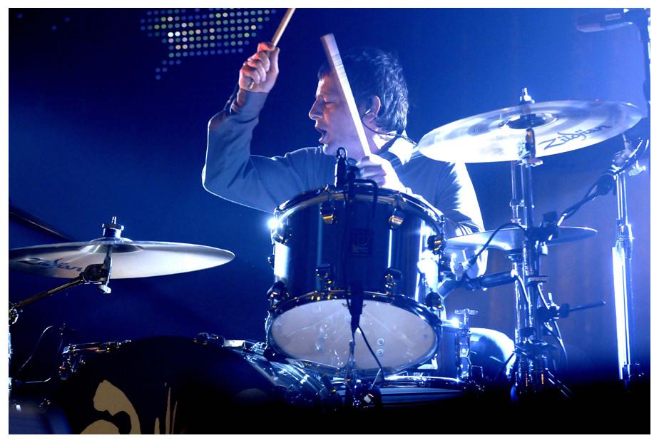 Oasis-Drummer Chris Sharrock in Aktion