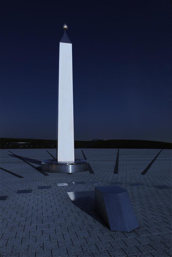 Obelisk - Horizontalsonnenuhr - Halde Hoheward II
