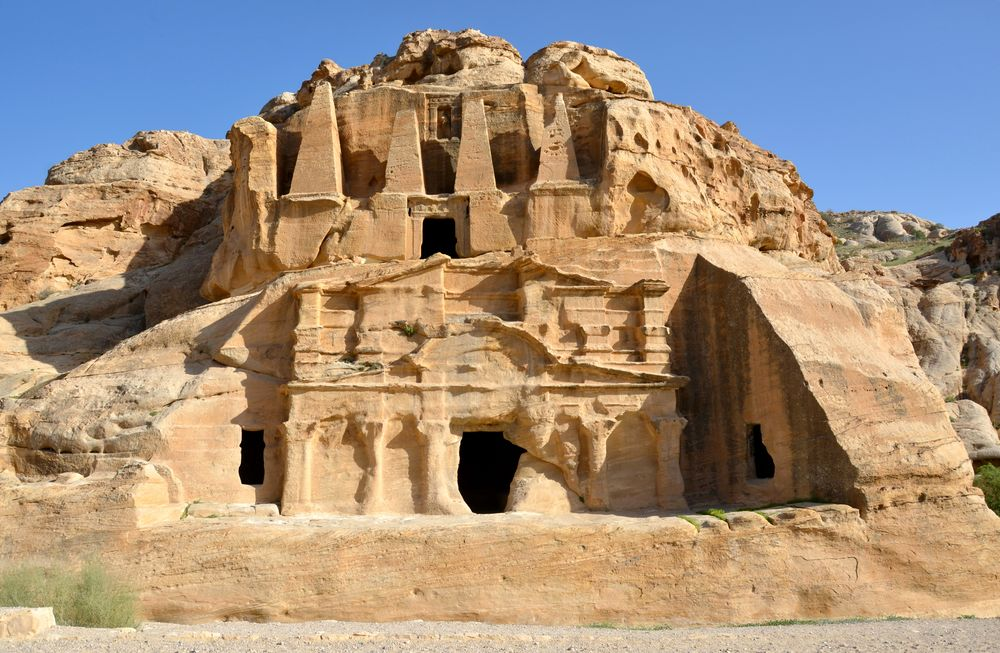 Obeliskengrab und Triklinium in Petra