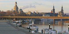 Oben die weltberühmten Dresdner Bauwerke und unten die Insolvenz...