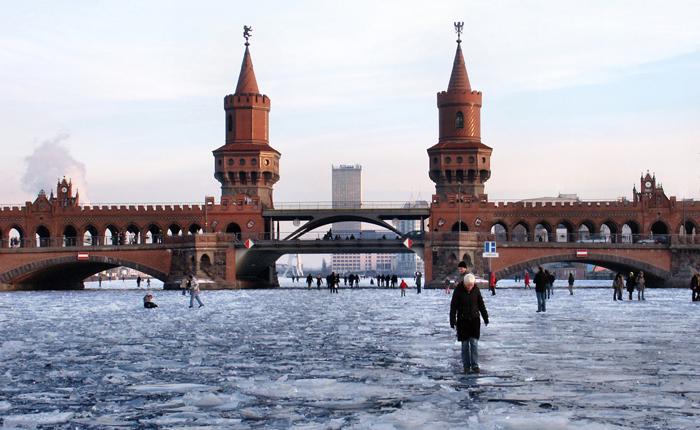 Oberbaumbrücke in Berlin-5