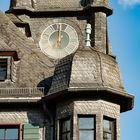 Oberes Mittelrheintal - Uhr und Erker am Rathaus von Oberwesel