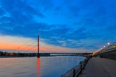 Oberkasseler Rheinbrücke...