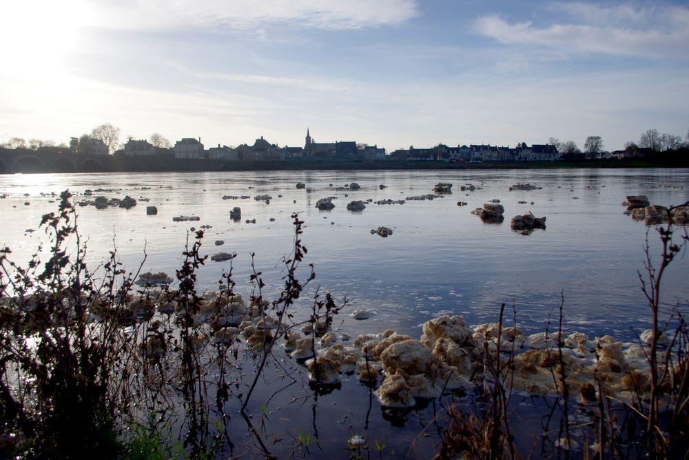 Objet flottants inconnus sur la Loire ....