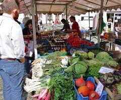 Obst - und Gemüsestand auf dem Freiburger Markt - rund um's Münster !