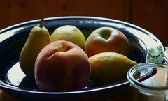 Obstteller mit Glas