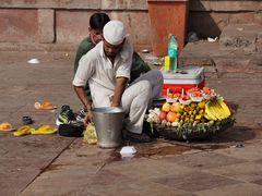 Obstverkaufd vor der großen Moschee in Delhi